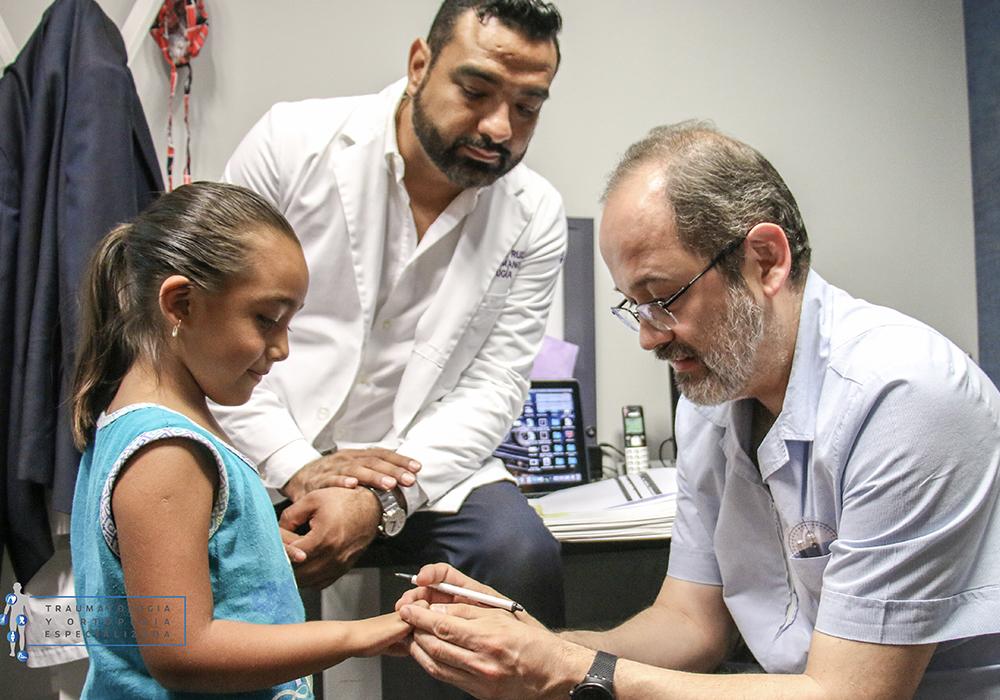 una-mano-para-tus-manos-campaña-social-cirugias-gratuitas-dr-emmanuel-ruiz-monterrey-cirujano-de-mano-3