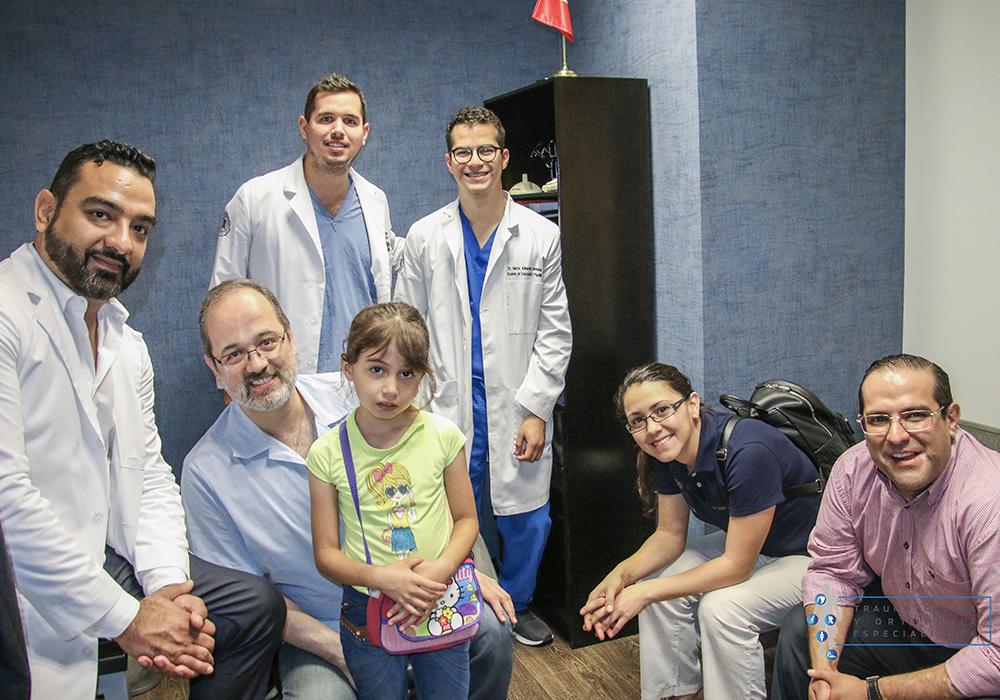 una-mano-para-tus-manos-campaña-social-cirugias-gratuitas-dr-emmanuel-ruiz-monterrey-cirujano-de-mano-4